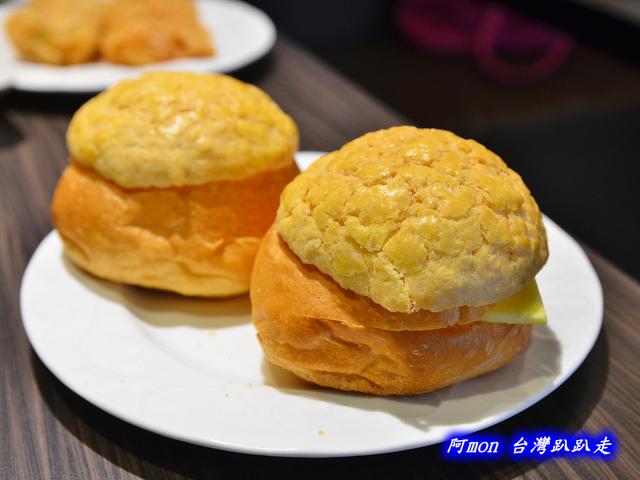 1025992662 l - 【台中西區】哄供茶餐廳~餐點種類多的港式料理,特價時吃最好