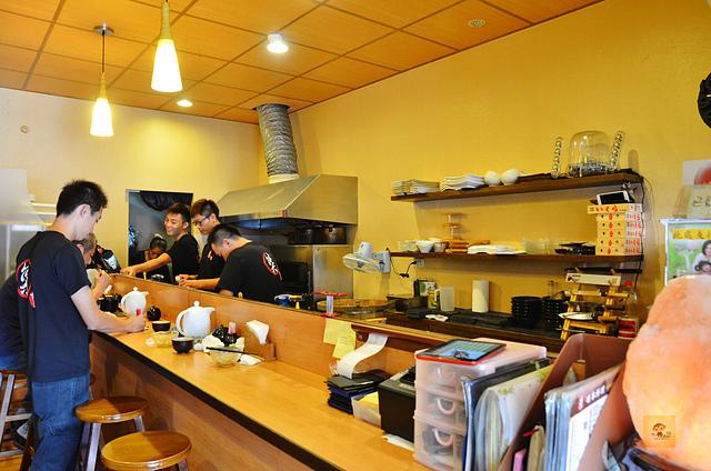 1092366503 l - 【熱血採訪】桀壽司~市場旁平價日本握壽司專賣店大推薦,海鮮食材新鮮美味,大推干貝海膽握壽司、比目魚握壽司、生蠔、胭脂蝦,台中吃壽司的好選擇