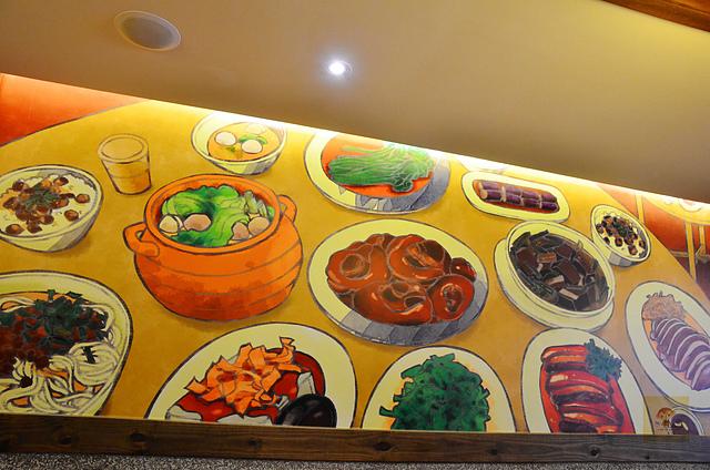 1111624358 l - 【熱血採訪】新唐人御品豬腳~四款新冬季鍋物暖心進補上市,冷冷的天氣就是要吃鍋,推薦麻油雞鍋、人氣海鮮鍋,湯頭鮮美讓人回味,另有美味年菜同步開放預購
