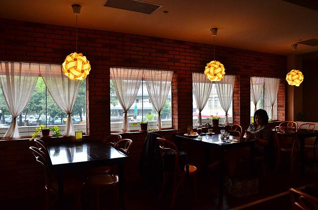 1065648774 l - 【台中西區】畢洛雅咖啡館~精緻且平價美味的早午餐,環境幽靜,有無線網路和插座,適合讀書和工作的好地方