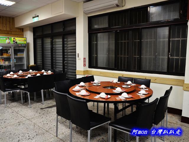 1020042972 l - 【台中中區】驛站房東北酸菜白肉鍋~豐盛的火鍋和好吃的韭菜蝦水餃