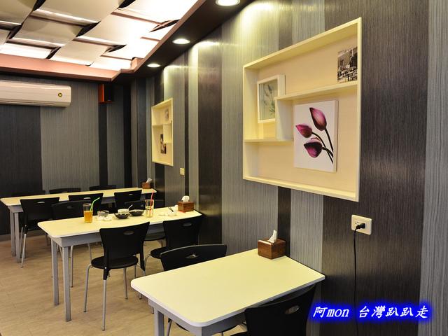 1032231494 l - 【台中南區】自慢食堂~大慶街上飄香誘人的咖哩飯,再推薦美味的可樂餅和炸豬排