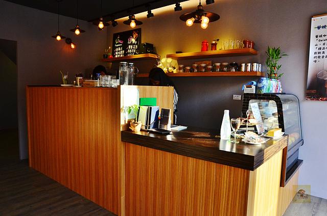 1087786949 l - 【熱血採訪】荷波咖啡~新開幕的平價輕食咖啡館,提供大量免費插座和網路,學生聚會的好選擇,近中臺科大、大坑風景區(已歇業)