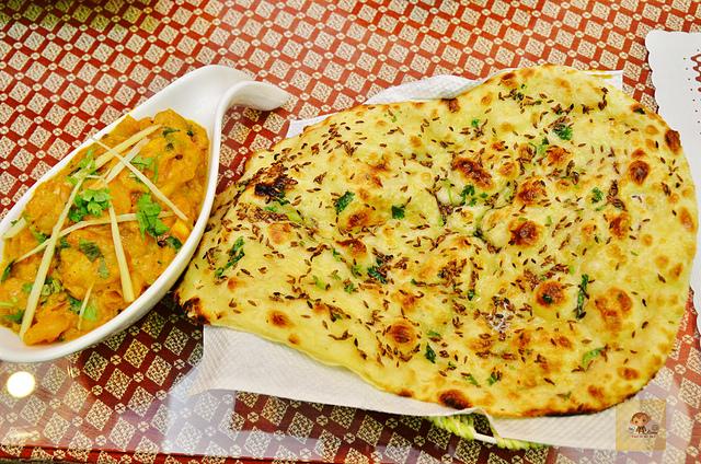 1142281603 l - 【熱血採訪】斯里瑪哈印度餐廳~正統印度料理大推薦,有帥氣印度老闆和爆好吃的印度咖哩,綜合海鮮咖哩、瑪莎拉豆沙及寶萊雞丁必吃,近勤美誠品