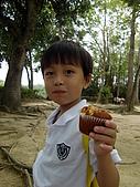 100502江南渡假村:阿倫吃的滿嘴油油滴!