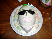 110602一修提早過生日:穿著比吉尼的白菜頭~