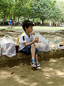 100502江南渡假村:翹二郎腿的阿倫