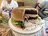 100603小雨生日:漢堡內的東西~