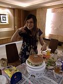 100603小雨生日:小雨和漢堡
