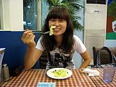 100531歐仕達:非常腫的我還在吃