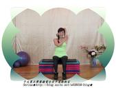 于文蕙正聲廣播電台空中運動教室【第234集】啞鈴(寶特瓶)-坐姿肱三頭肌伸展(Seated Tric:2.啞鈴(寶特瓶)-坐姿肱三頭肌伸展(Seated Triceps Dumbbell Extension ) 。