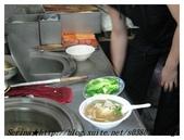台北師大路最正港的【正宗客家魷魚羹】:酷哥正在煮我的菜