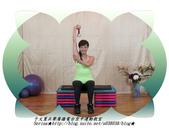 于文蕙正聲廣播電台空中運動教室【第234集】啞鈴(寶特瓶)-坐姿肱三頭肌伸展(Seated Tric:5.啞鈴(寶特瓶)-坐姿肱三頭肌伸展(Seated Triceps Dumbbell Extension ) 。