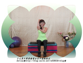 于文蕙正聲廣播電台空中運動教室【第234集】啞鈴(寶特瓶)-坐姿肱三頭肌伸展(Seated Tric:6.啞鈴(寶特瓶)-坐姿肱三頭肌伸展(Seated Triceps Dumbbell Extension ) 。