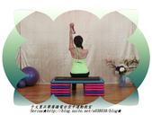 于文蕙正聲廣播電台空中運動教室【第234集】啞鈴(寶特瓶)-坐姿肱三頭肌伸展(Seated Tric:7.啞鈴(寶特瓶)-坐姿肱三頭肌伸展(Seated Triceps Dumbbell Extension ) 。