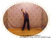 于文蕙正聲廣播電台空中運動教室【第222集】-啞鈴(寶特瓶)側腰X曲線運動。:7.啞鈴(寶特瓶)側腰X曲線運動。