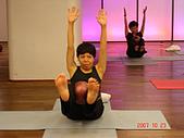 健身房同樂篇:球瑜珈腹部運動~