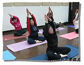 搏感情的正聲聽友瑜珈班(第一期):老師說做完這個動作就可以下課囉
