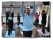 搏感情的正聲聽友瑜珈班(第一期):前面這位熟男帥哥是新同學喔