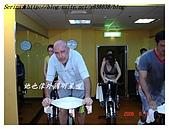 于老師要騎【鐵馬】教課囉VS健身房飛輪朋友080527上傳:喜歡喝酒但超可愛的外國朋友(忘了名字啦)