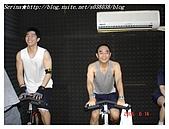 于老師要騎【鐵馬】教課囉VS健身房飛輪朋友080527上傳:23號小帥哥和穩重熟男Gary