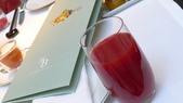 巴黎香格里拉大酒店(Shangri-La Hotel Paris)+米其林二星L''Abeille:巴黎香格里拉大酒店(Shangri-La Hotel, Paris)-La Bauhinia早餐廳-紅芒果汁.JPG