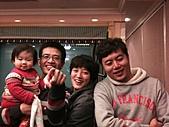 2011-大年初一 陽明山踏青&天成飯店晚宴:薰薰與姑姑叔叔.jpg