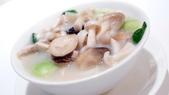 香港朗廷酒店-唐閣-米其林三星中餐廳:唐閣-米其林三星中餐廳-鮮菌魚湯稻庭麵.JPG