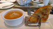蘇澳瓏山林冷熱泉度假飯店:蘇澳瓏山林冷熱泉度假飯店-輕食餐廳-早餐-海鮮雲吞佐燻雞肉餅.jpg