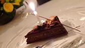 巴黎香格里拉大酒店(Shangri-La Hotel Paris)+米其林二星L''Abeille:巴黎香格里拉大酒店-L''Abeille米其林二星法式餐廳-法式精緻主廚巧克力金箔蛋糕.JPG