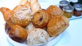 巴黎香格里拉大酒店(Shangri-La Hotel Paris)+米其林二星L''Abeille:巴黎香格里拉大酒店(Shangri-La Hotel, Paris)-La Bauhinia早餐廳-法式麵包.JPG