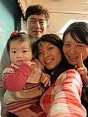 2011-大年初一 陽明山踏青&天成飯店晚宴:小薰與姑姑叔叔.jpg