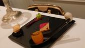 巴黎香格里拉大酒店(Shangri-La Hotel Paris)+米其林二星L''Abeille:巴黎香格里拉大酒店-L''Abeille米其林二星法式餐廳-主廚小點1.JPG