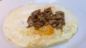 巴黎香格里拉大酒店(Shangri-La Hotel Paris)+米其林二星L''Abeille:巴黎香格里拉大酒店(Shangri-La Hotel, Paris)-La Bauhinia早餐廳-蘑菇煎蛋.JPG