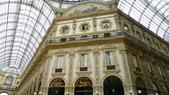 義大利之旅-米蘭-加達湖-維諾納:米蘭-艾曼紐二世拱廊購物區3.JPG