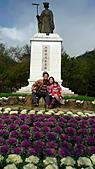 2011-大年初一 陽明山踏青&天成飯店晚宴:陽明公園家人合影7.jpg