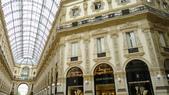 義大利之旅-米蘭-加達湖-維諾納:米蘭-艾曼紐二世拱廊購物區2.JPG