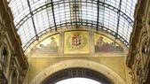 義大利之旅-米蘭-加達湖-維諾納:米蘭-艾曼紐二世拱廊購物區-歐洲人濕壁畫.JPG