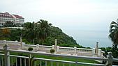 花蓮之旅:房間窗外眺望飯店及太平洋.jpg