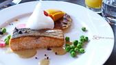法國之旅-巴黎:巴黎-鐵塔58樓景觀餐廳-香煎鮭魚.JPG