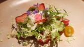 台北米其林一星-Longtail無國界料理:台北米其林一星-Longtail無國界料理-綜合番茄沙拉,草莓,羊奶起士,九層塔.JPG