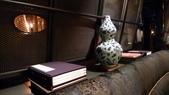 君品酒店-頤宮餐廳:頤宮餐廳-古典書籍擺設.jpg