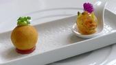 台中樂沐法式餐廳(2014年亞洲最佳50餐廳第24名):台中樂沐法式餐廳-經典套餐-馬鈴薯鱈魚球+龍蝦肉果凍.JPG