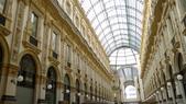 義大利之旅-米蘭-加達湖-維諾納:米蘭-艾曼紐二世拱廊購物區1.JPG
