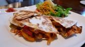 BELLAVITA-夏威夷餐廳:Bellavita-Haleakala 夏威夷餐廳-煙燻雞肉墨式煎餅.jpg