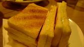 南洋小檳城料理:加央牛油燒麵包.jpg