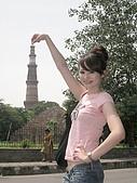 九月抓飛印度蓮花寺:高塔結合了印度教與回教色彩的五層石塔,是德里最具代表