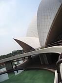 九月抓飛印度蓮花寺:兩旁對稱的水池還有綠色平野襯著蓮花