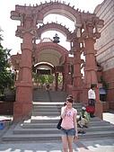 九月抓飛印度蓮花寺:隨便叫了嘟嘟車到了旁邊的一個神廟