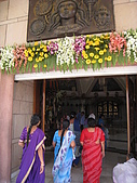九月抓飛印度蓮花寺:大家要進去拜什麼,其實也搞不清楚,所以就在外面拍啦